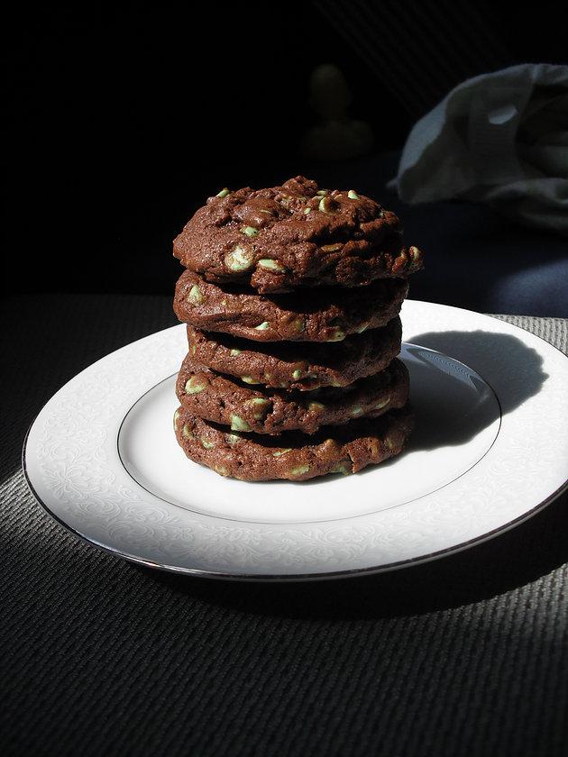 Mint Chocolate Chip Cookies – Moms Need Hobbies